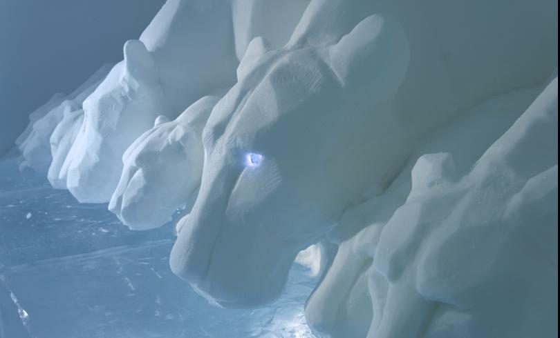 Clear Water, inspirerat av Leonadro Da Vincis verk Den sista måltiden. Konstnärer AnnaSofia Mååg och Niklas Byman, Sverige. Ljusdesign Janne Haglöf